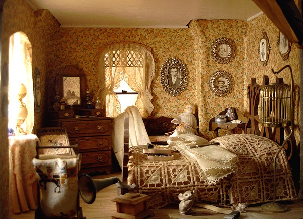 Dollhouse number 06 the haunted house for Dollhouse bedroom ideas